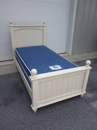 TWIN SIZE ETHAN ALLEN MATTRESS & BOXSPRING SET for Sale