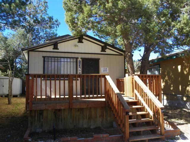 Two bedroom one bathroom cabin for sale in big bear city for Big bear 2 person cabin