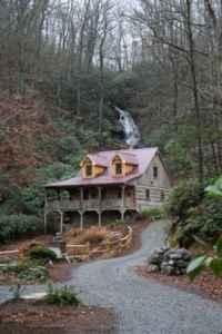 UNIQUE WATERFALL HIDEAWAY (STONE MT., NC)