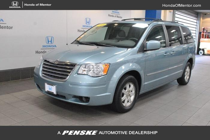 Used 2009 Chrysler Town & Country Touring Mentor, OH