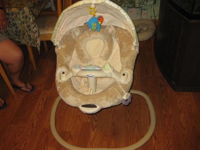 Used GRACO sweetpeace infant soothing swing - $40