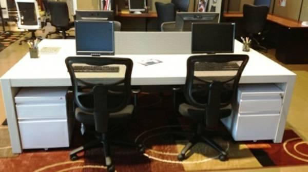Used Haworth Patterns Desk Studio Table for Sale in Las