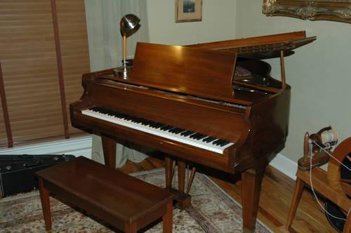 used lowrey contemporary keyboard piano for sale in tallahassee florida classified. Black Bedroom Furniture Sets. Home Design Ideas
