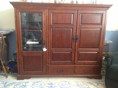Used Mint Condition Solid Wood Entertainment Center Dark