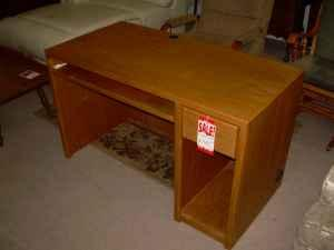 Exceptionnel USED OAK DESK   $149 (GRIFFITH FURNITURE)