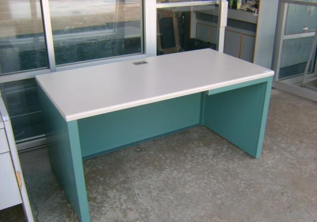 used office furniture l shape desk computer table hutch 8533 long point rd near katy freeway. Black Bedroom Furniture Sets. Home Design Ideas