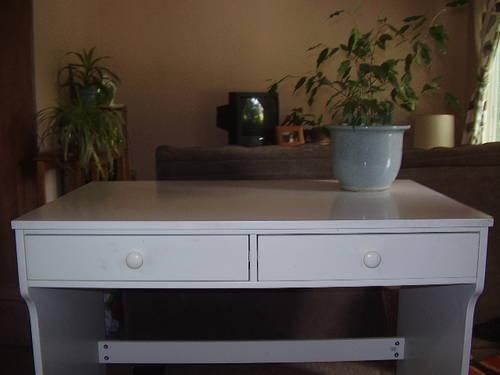 used white wood student desk for sale in portland oregon classified. Black Bedroom Furniture Sets. Home Design Ideas