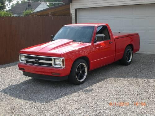 V8 5 Speed S10 22301753 on red grill lights