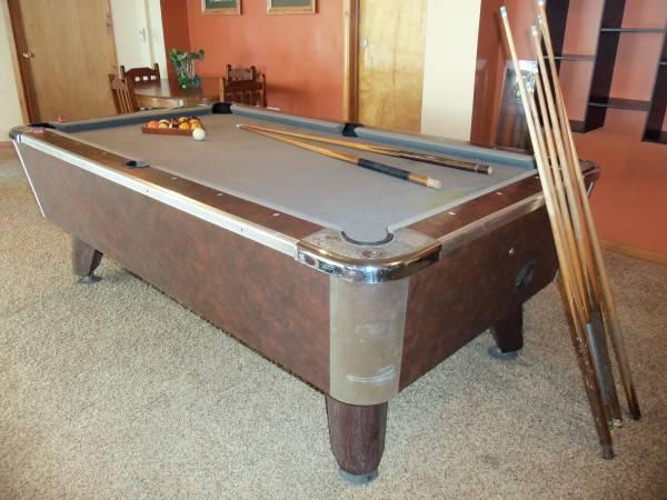 VALLEY Built COIN-OPERATED POOL TABLE 8 1/2 ft. WITH