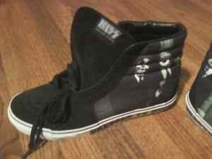 f47f1623f5 Vans Kiss Edition-Size 11.5 - (Ceres