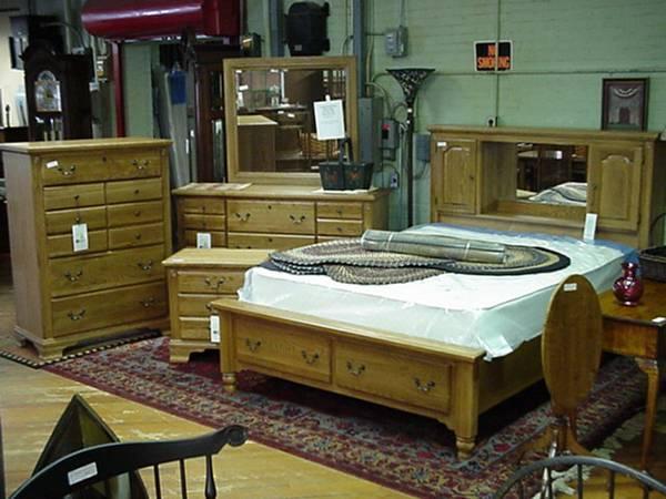 Vaughan Bassett 4 Piece Oak Brand New Bedroom Set For