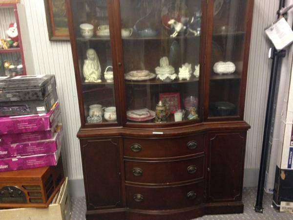 Very Nice 3 Piece Drexal Curio Cabinet And Hutch Set For