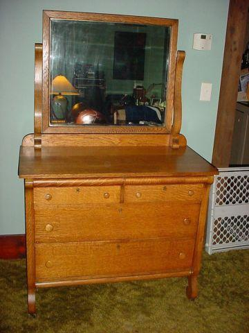 Very Nice Antique Solid Tiger Oak Dresser With Beveled