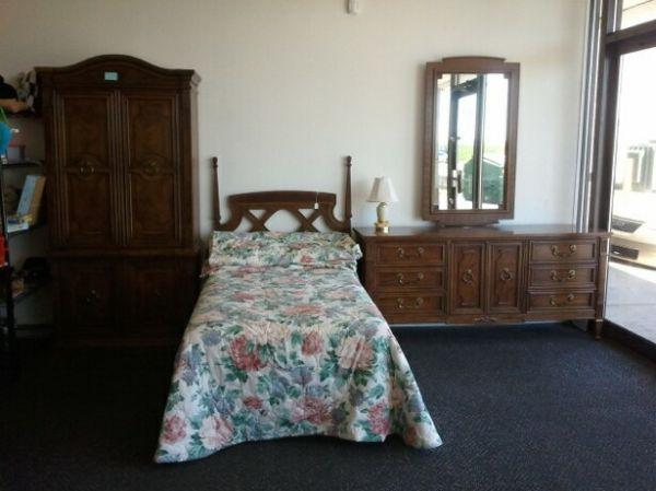 Very nice drexel bedroom set for sale in holland for Very nice bedroom furniture
