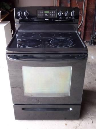 Very Nice Kenmore Ceramic Top Black Electric Range For