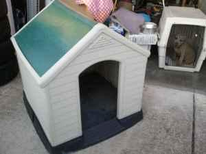 very nice plastic dog house not someones ugly cheap
