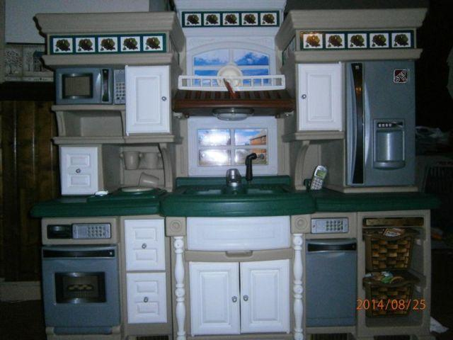 Very Nice - Step 2 Deluxe Kitchen Set wextras