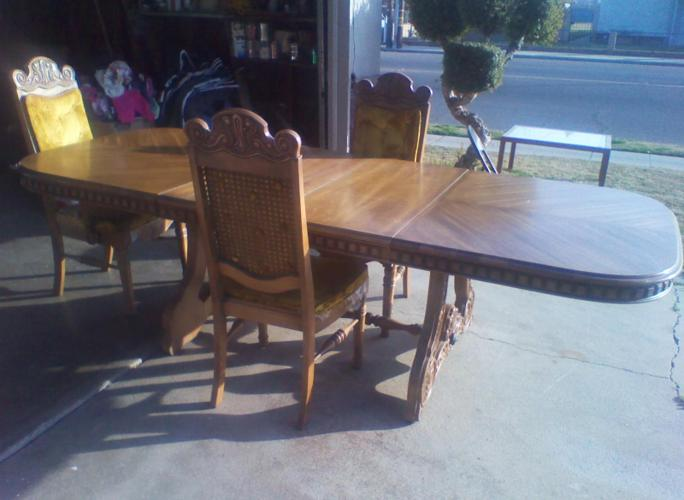 VERY NICE DINING TABLE fresno ca for Sale in Fresno