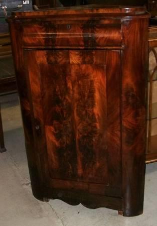 Victorian Crouch Mahogany Corner Cabinet from Scotland