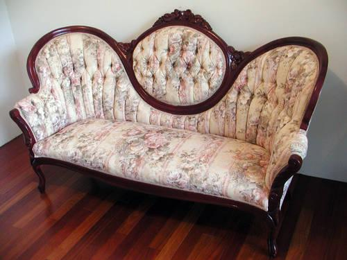 Victorian Medallion Style Sofa Somerset Pattern