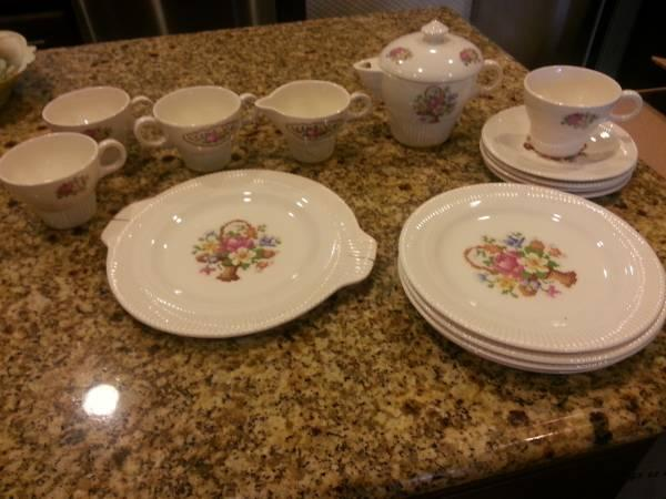 Victory Salem china tea set - $15