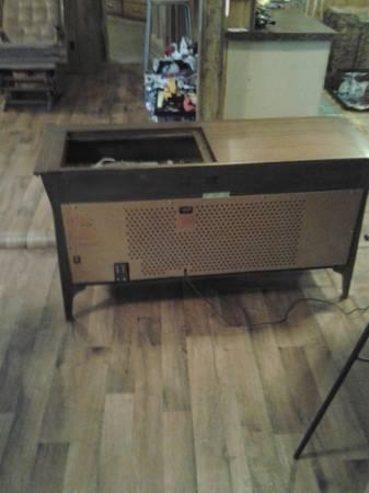 Vintage 1950s RCA Victor VHT33W Record Player Console Stereo - $250