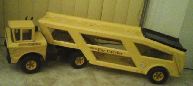 VINTAGE 1960S MIGHTY TONKA CAR CARRIER