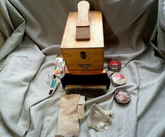 Vintage 1960s Esquire Shoe Valet De Luxe Groomer Wooden Box with tools