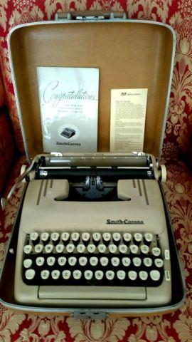 VINTAGE 50S SMITH-CORONA TYPEWRITER