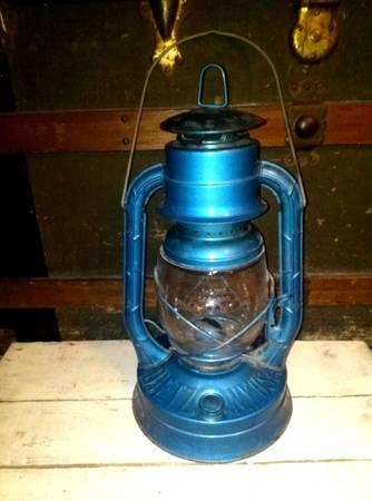 vintage antique blue dietz no 2 d lite barn railroad lantern w clear for sale in manton. Black Bedroom Furniture Sets. Home Design Ideas