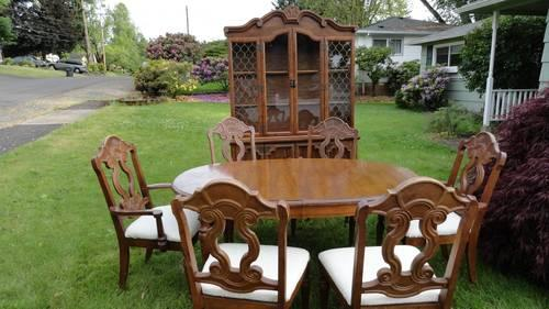 Vintage Antique Wood Dinning Table w Hutch, Buffet  6 Chairs