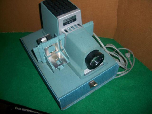 VINTAGE ARGUS 500 MODEL 554 35MM SLIDE PROJECTOR WITH CASE GVC