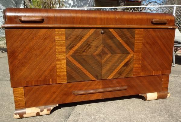 VINTAGE ART DECO CEDAR LANE CHEST  TRUNK - $400