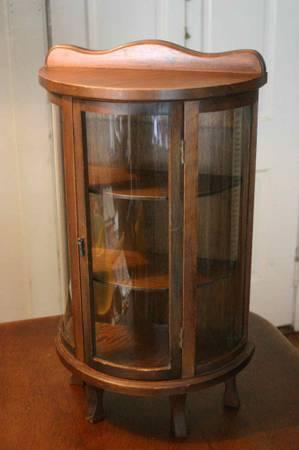 Vintage Bow Curved Glass Front Footed Table Top Curio