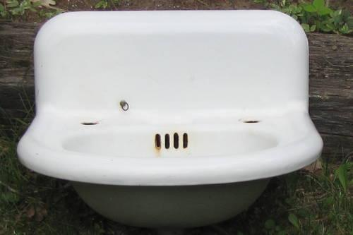 VINTAGE CAST IRON BATH ROOM SINK - SALE