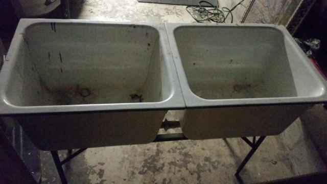 VINTAGE Cast Iron Bath Tub and Double Sink w/Stand