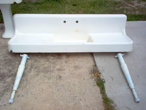 VINTAGE CAST IRON FARMHOUSE SINK for Sale in Carricitos, Texas ...