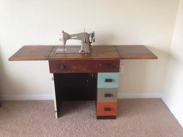 Vintage Centennial Sewing Table & Machine. Need a diy