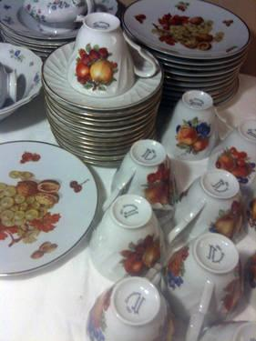Vintage Classic Fine Bone China Dinnerware With 22kt.