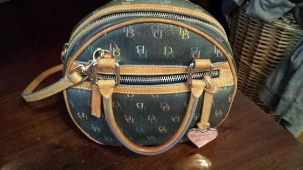 Vintage Dooney and Bourke purse, beautiful, mint condition, non smoker