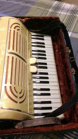 Vintage!! Elettra Accordion - $275
