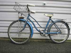 Vintage Hawthorne Girls 20in Bike - $45 (Elkader)