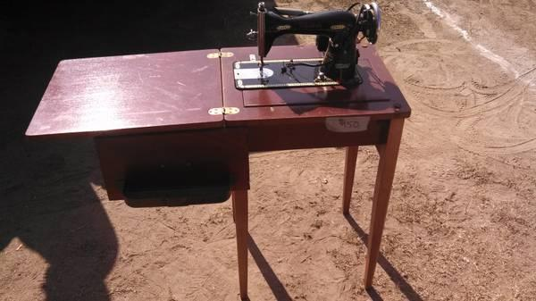 Superbe Vintage Hoover Sewing Machine Table Combo For Sale In Hanford, California
