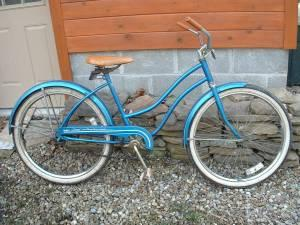 VINTAGE HUFFY GOOD VIBRATIONS CRUISER BIKE BICYCLE NICE - $125 (near  airport)