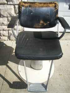 VINTAGE HYDRAULIC BELVEDERE BARBER CHAIR CHILLICOTHE