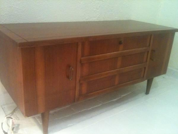Vintage Lane Cedar Chest in Very Good Condition - $200