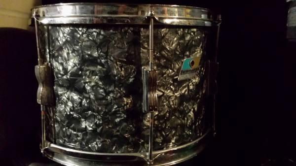 Vintage ludwig drums - $100