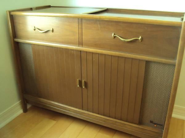 Vintage Magnavox Am Fm Stereo With Turntable Record Player