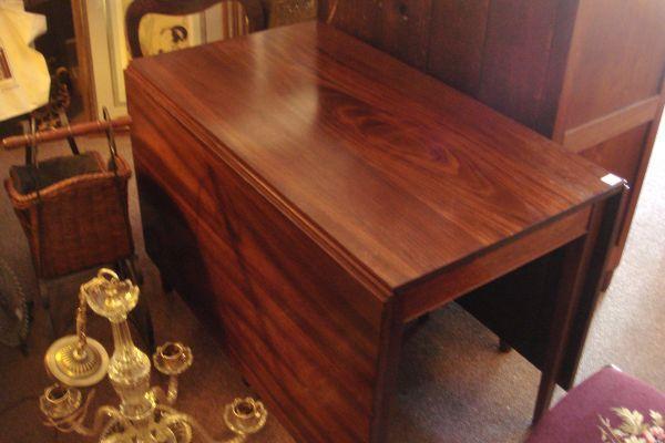 https://images1.americanlisted.com/nlarge/vintage-mahogany-henkel-harris-drop-leaf-799-waynesboro-americanlisted_29674477.jpg