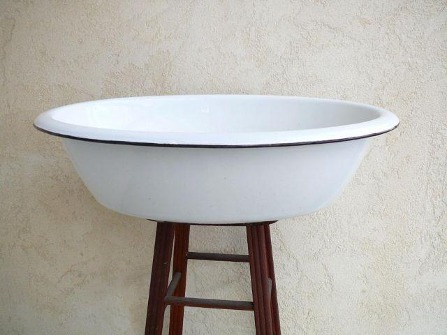 Vintage Porcelain Baby Wash Tub For Sale In Jeffersonville